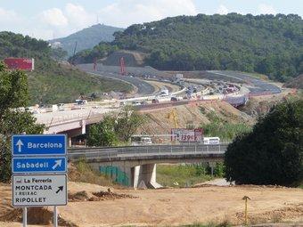 Imatge recent de l'obra , entre Collserola –dreta– i el turó de Montcada –esquerra– C.A.F