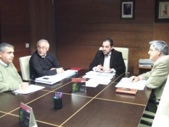 Reunió dels síndics dels diferents partits polítics de l'Ajuntament per a decidir la liquidació de Colsur. EL PUNT-AVUI