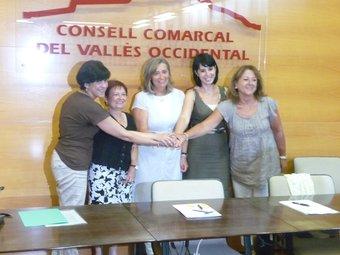 La signatura del conveni entre les representants de Rubí, Sant Quirze, Cerdanyola i Barberà, al Consell Comarcal M.C.B