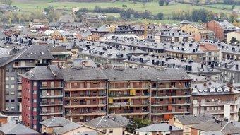 Teulades de la Seu d'Urgell , capital de l'Alt Urgell i ciutat aspirant a liderar econòmicament el Pirineu GABRIEL MASSANA