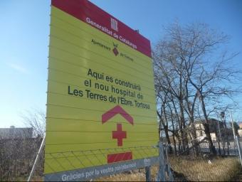 Cartell anunciant la ubicació del futur hospital de Tortosa