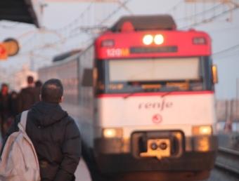 Un comboi de Renfe, entrant en una estació GERARD ARIÑO