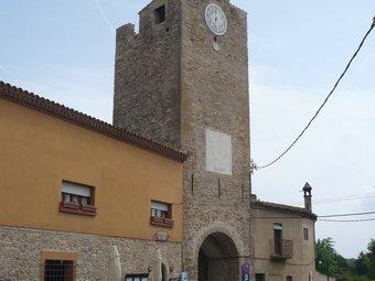 La Torre de les Hores de Palau-sator, ja restaurada, és el tema d'un dels articles que apareixen en el llibre. A.V