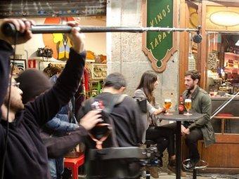 Una imatge del rodatge de l'anunci d'Estrella Damm, al barri del Raval de Barcelona AVUI