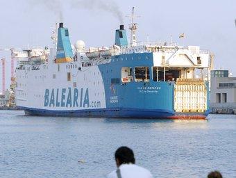 Un vaixell de Baleària al port de Barcelona ANDREU PUIG