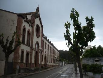 La façana del convent de les Clarisses està situat just al costat dels jutjats d'Arenys de Mar, al carrer Auterive. E.F