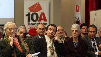 Algunes de les persones que donen suport a la consulta de Barcelona i que ahir van ser presents en un acte a Òmnium Cultural ORIOL DURAN