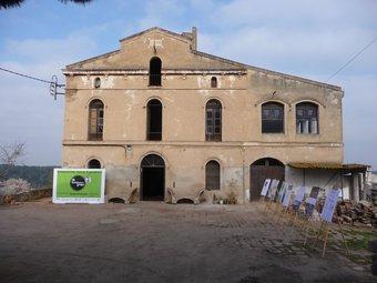 La masia de Can Valldaura estarà del tot rehabilitada a principi del 2012 gràcies al projecte Green Fab Lab. C.A.F