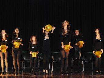 L'Escola de Dansa de Jaqueline Biosca d'Amposta es va inspirar en els musicals de Broadway: barret daurat, samarreta i pantalons curts negres. P.C