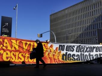 Protesta del col·lectiu ocupa ahir davant de la Ciutat de la Justícia JOSEP LOSADA