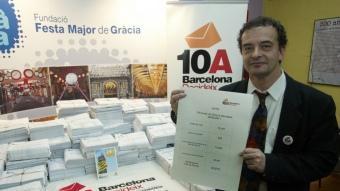 Alfred Bosch mostrant els vots de Gràcia.   J. RAMOS