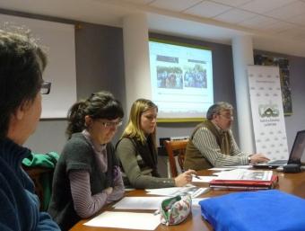 Mesa de treball de l'Assemblea celebrada pel Centre d'Estudis a Villar. ESCORCOLL