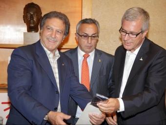 El general Khoury, menmbre del CIJM, Alejandro Blanco (COE) i l'alcalde Ballesteros.  J. FERNÀNDEZ