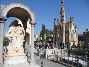 Una imatge de l'esplanada dels panteons a la part alta del cementiri. T.M