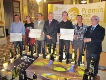 Representants de les cooperatives premiades, en el moment de recollir el premi. EL PUNT