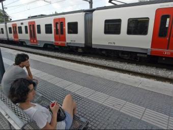 Un comboi aturat a l'estació de Sant Boi de Llobregat JUANMA RAMOS