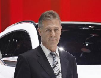 Paul Sevin ahir al Saló de l'Automòbil de Ginebra davant l'IBX, el prototip de SUV urbà de Seat MARIANO HERRERA