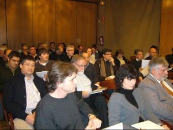 Consell d'alcaldes de l'Alt Empordà del febrer del 2010 per discutir sobre la proposta de mapa eòlic a la comarca. M.V