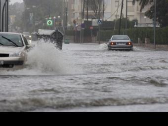 Un carrer inundat a Vilafortuny, el Francolí, i el carrer de la Cort de Valls T. van der Meulen