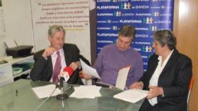 Fernando Mut, Paco Muñoz i Isabel Monzó en la presentació de la Plataforma. CEDIDA