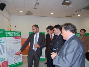 El conseller Lluís Recoder durant la seva visita a Premià.  m.b.