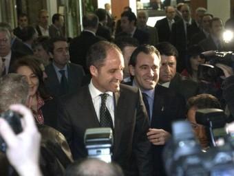Arturo Torró acompanya Francisco Camps en un acte electoral. ARXIU