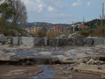 El darrer vessament es va produir el 17 de maig després de les pluges i encara s'hi treballa per substituir la claveguera. E.F
