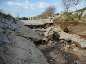 Un dels punts de la riera on s'ha rebentat el col·lector de les aigües fecals és a l'entrada del polígon. E.F