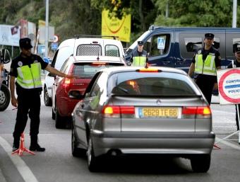 Un control de la Policia Nacional a la zona del Pertús realitzat durant l'any passat. MANEL LLADÓ