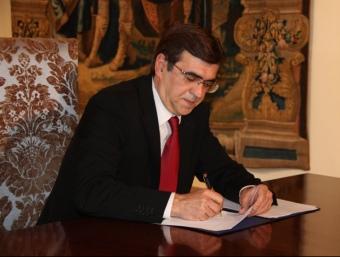 El president Antich signa els decret de dissolució del parlament balear ACN