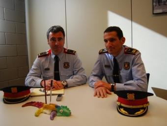 L'inspector Ramón Chacón i l'intendent Daniel Pérez, ahir a la comissaria de Vilafranca del Penedès L.M