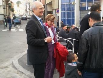 Jean-Louis Chambon i Hermeline Malherbe a la plaça Cassanyes del barri de Sant Jaume de Perpinyà. NICOLAS CAUDEVILLE