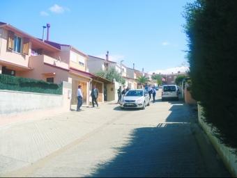 Els Mossos enduent-se ahir detingut al veí dels Pallaresos Ramón Laso, després d'un escorcoll a casa seva.  G.P
