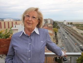 La candidata del PP, Aurora Juvé, fotografiada en una terrassa al costat de la N-II. G.A