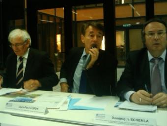 El president de l'Aglomeració, Jean-Paul Alduy, amb els vicepresidents Dominique Schemla i Jean-Paul Billès i Nathalie Beaufils de l'ajuntament de Perpinyà. A.R