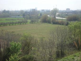 L'hort està situat just on comença l'A-27, al costat de l'eix del port N-241, a Tarragona. J. F