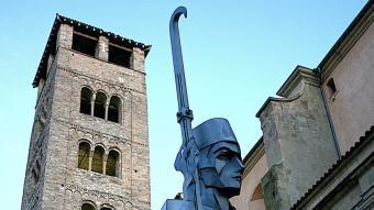 Homenatge a la Pau i treva, davant del campanar de la catedral.  M. LLADÓ