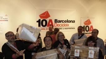 Voluntaris de BCNDecideix celebren la xifra de participació ROBERT RAMOS
