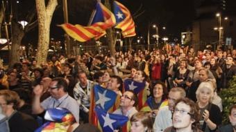 Voluntaris de Barcelona Decideix celebren els resultats a la Rambla ROBERT RAMOS