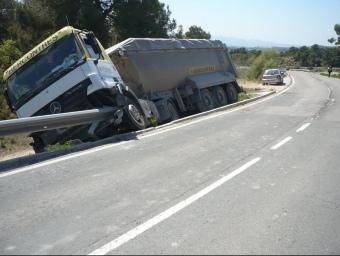 Posició en què va quedar el camió després de l'impacte.  Ò. PALAU