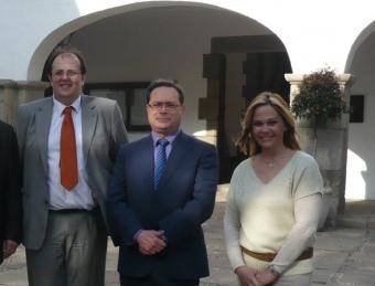 D'esquerra a dreta, l'alcalde Estanis Fors, Ramon Vinyes (PSC) i Belen Quintero (PP). E.F