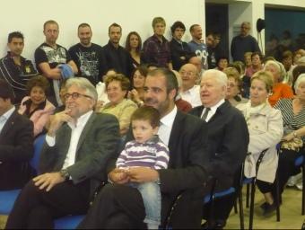 El candidat amb un dels seus fills i al costat del diputat Josep Sànchez Llibre. E.F