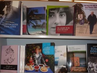 Les publicacions en clau comarcal a la llibreria Robafaves de Mataró. LL. ARCAL