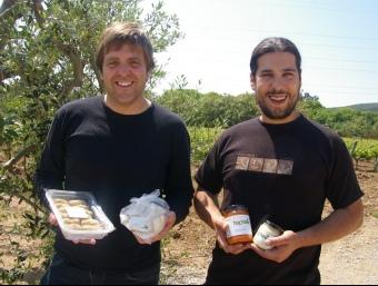 Dani Aguilera i Marc Bargalló ens fan venir gana amb croquetes i ravioli de calçots, i amb salses.  J.TORRENTS