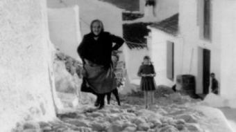Carrer El Cargaero , a Otívar (Granada), pels volts del 1965. AJUNTAMENT D'OTÍVAR