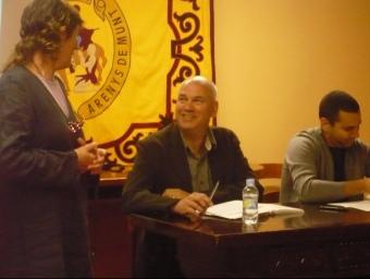 L'historiador Francesc Forn a la presentació del llibre amb la regidora de Cultura. E.F