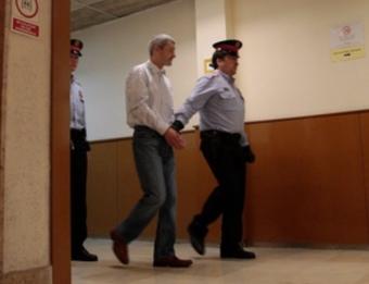 El detingut , Andrej Martjanov, sent conduït ahir pels Mossos a la sala de vistes J. C. LEÓN