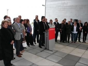 Abel Folk acompanyat dels candidats del Maresme va llegir ahir al matí el manifest electoral del PSC LL.M