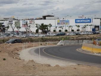 Una imatge del polígon comercial Les Gavarres, amb el Decathlon al fons. J.F