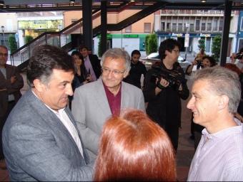 Puigcercós, a l'esquerra, conversant amb Canet i el candidat de l'Escala, Xavier Ballesta. J.P